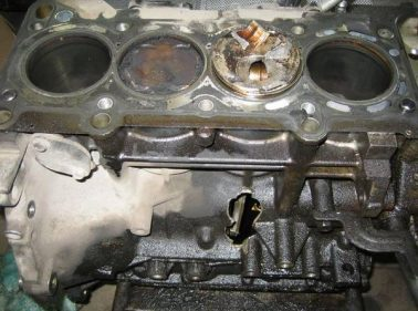 поломка двигателя